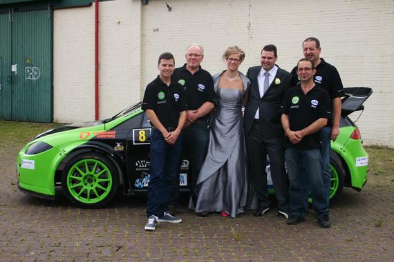 Monteur Swen ten Pas van het Ron Snoeck Racing team getrouwd!
