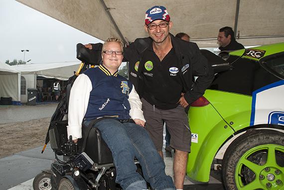 Ron Snoeck neemt de tijd voor de fans tijdens Rallycross Challenge Europe